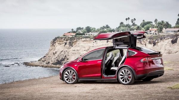 Обновленная Tesla Model S сравняется по разгону с LaFerrari