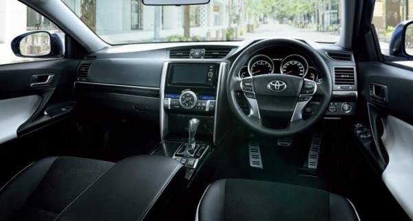 Седан Toyota Mark X научился распознавать пешеходов