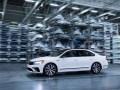 Спортивный седан: VW представил серийный Passat GT - фото 19