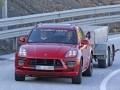 Porsche Macan Turbo впервые засекли на тестах без камуфляжа - фото 1