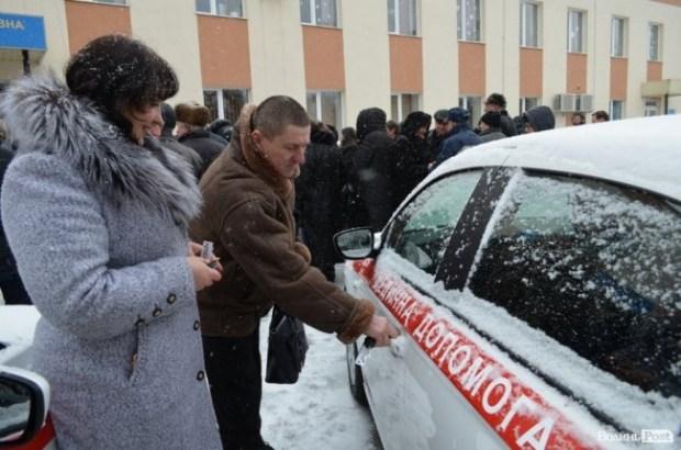 Семейные врачи в Украине будут ездить на Peugeot 301 1