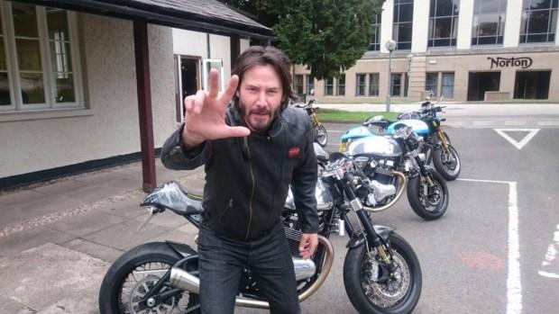 Киану Ривз и его счастливая история любви к мотоциклам