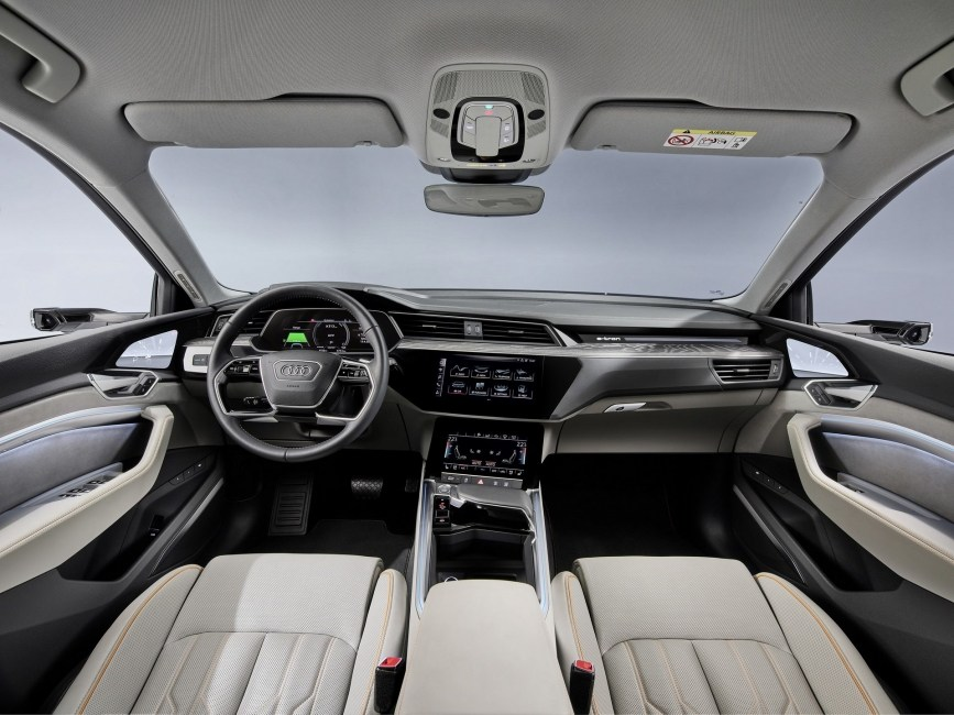Электрокар Audi e-tron станет доступнее. Электромобили и электрокары