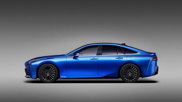 Toyota объявила о скорой премьере водородного седана Mirai нового поколения