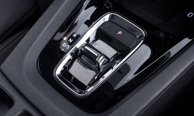 Джойстик «робота» DSG. Что-то знакомое мы уже видели у Porsche 911 (992) и Volkswagen Golf 8