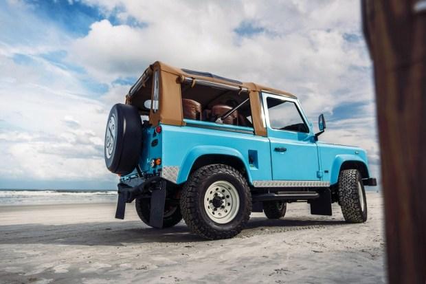 Тюнеры сделали багги из серийного Land Rover Defender
