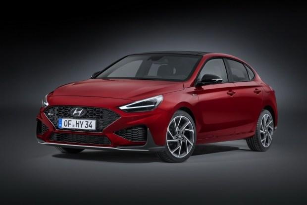 Семейство Hyundai i30 после рестайлинга обрело новые моторы (универсал стал «спортом»)