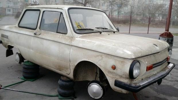 В гараже нашли «Запорожец» без пробега и в заводской смазке