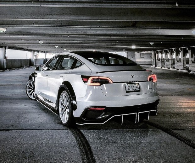 Tesla Carbon: тюнинг Model 3