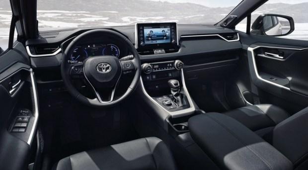 Доступней RAV4: Toyota готовит еще один кроссовер