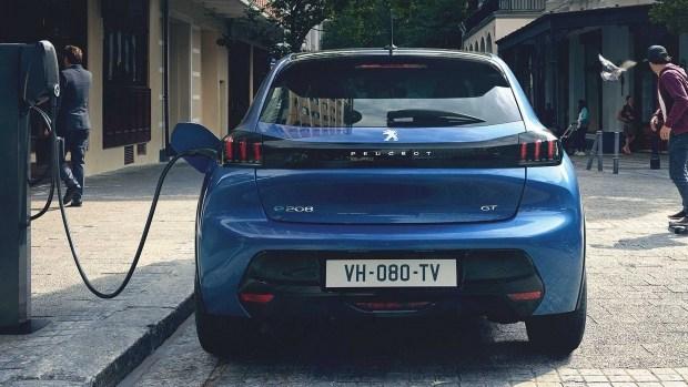 «Народная электричка»: Peugeot подготовит доступную версию e-208