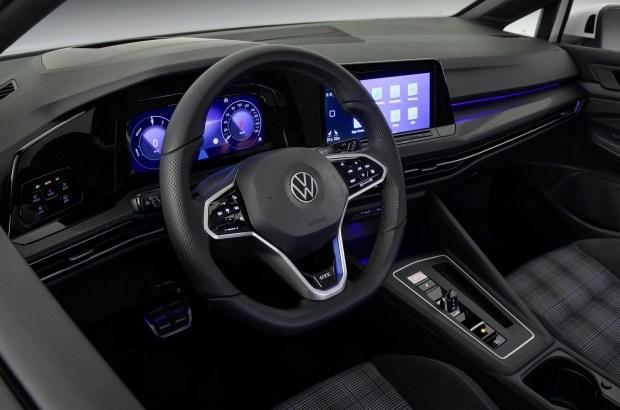 Сколько вы платите за электронику в новых авто?