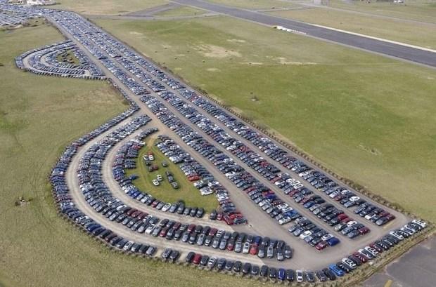 «Коронавирусный склад»: тысячи нераспроданных авто на базе ВВС Великобритании