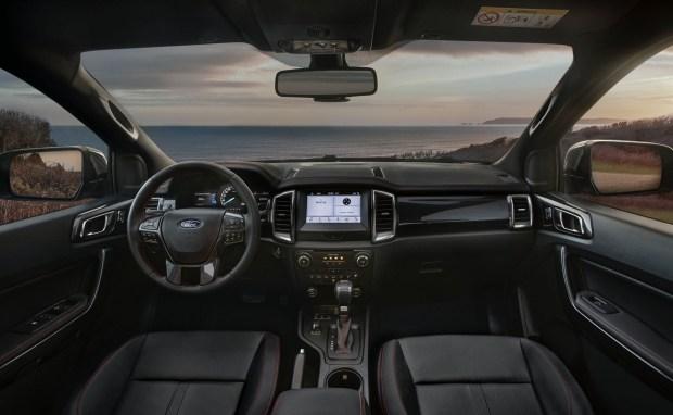 Серый на черном: «мрачная» спецверсия Ford Ranger