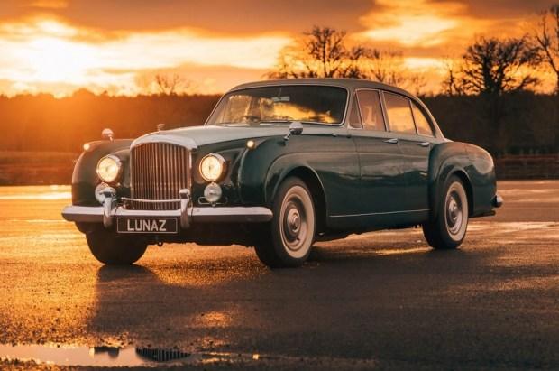 Ваша розетка, сэр: классический Jaguar XK120 превратили в электрокар