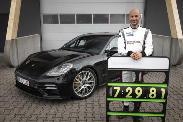 Обновленная Panamera на треке - быстрее среднемоторных спорткаров