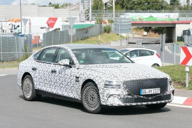 Genesis переходит на «электрички»: замечен седан G80 EV