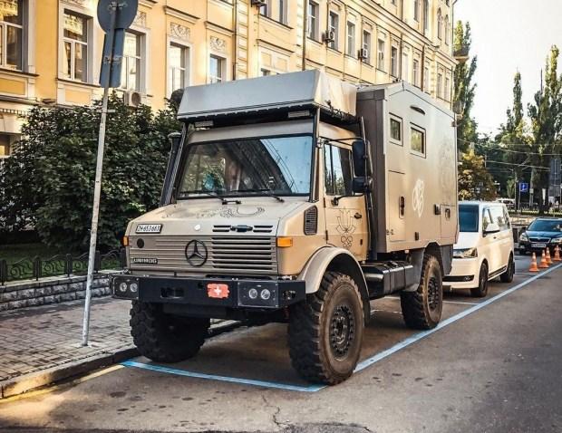 В Украине засняли уникальный автодом Mercedes