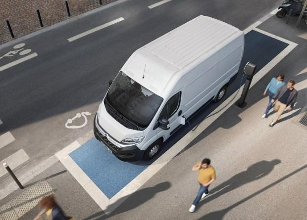 Citroen e-Jumper: 17 куб. м грузового отсека, 100% электричества