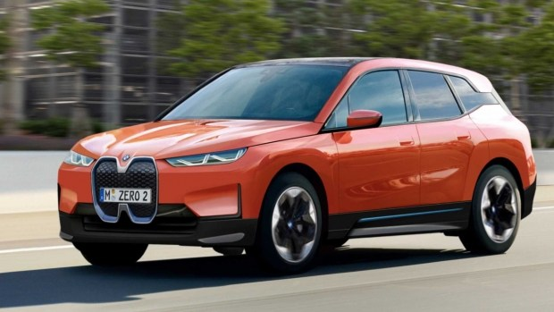BMW iX получит несколько модификаций