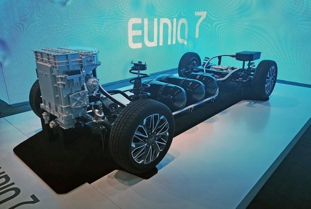 Maxus Euniq 7. Самый экологичный минивэн в мире?