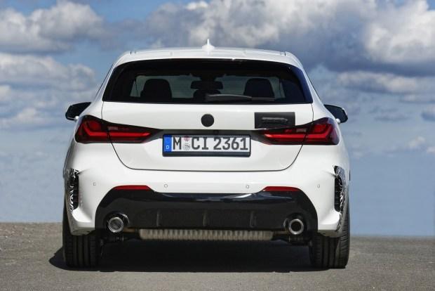 BMW пытается привлечь молодежь модификацией 118ti