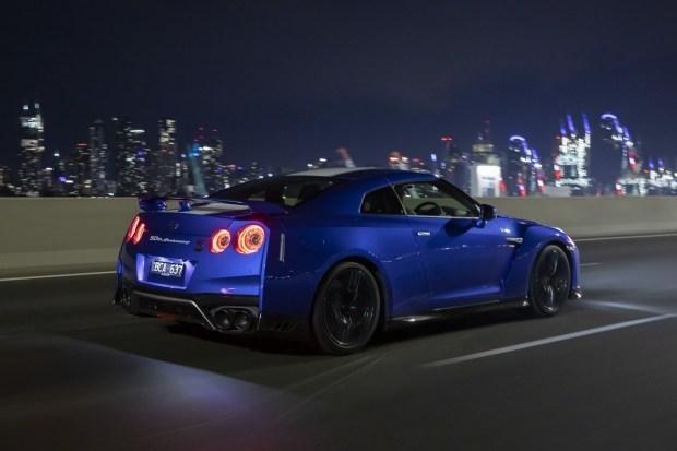 Nissan не знает как быть с новым GT-R