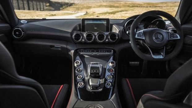 Mercedes отзывает около 1.000 моделей AMG