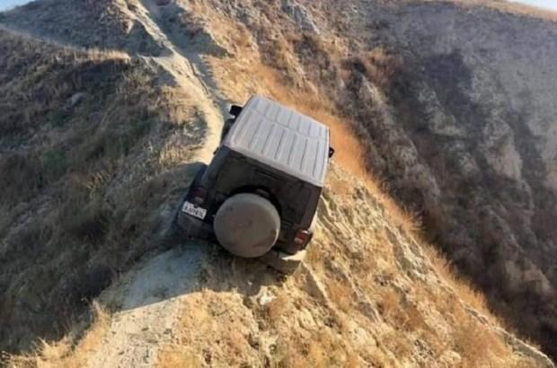 Мастер парковки: Jeep Wrangler бросили в необычном месте