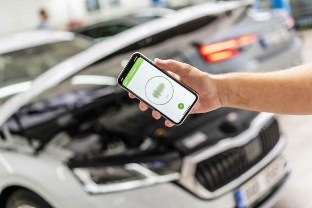 Поломку в машинах Skoda можно отыскать с помощью смартфона