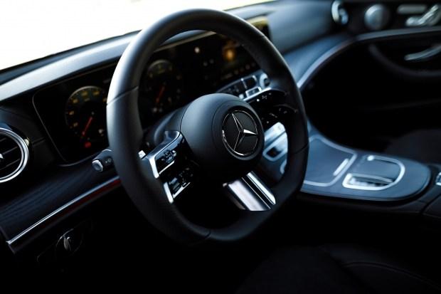 AMG руль в Mercedes E-Class (W213) FL