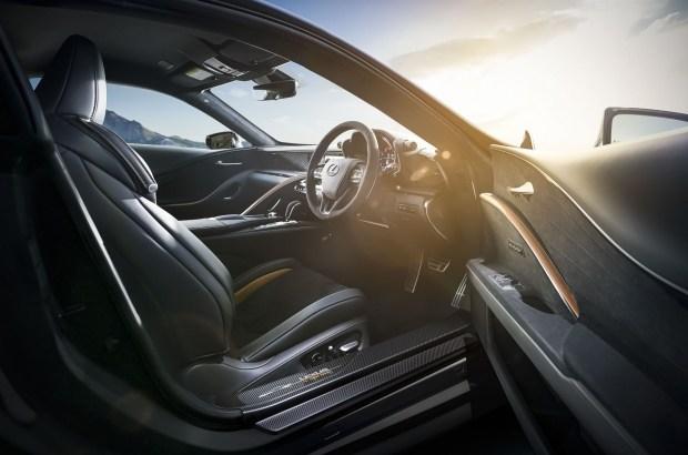 Авиация и ясень: интересные спецверсии Lexus