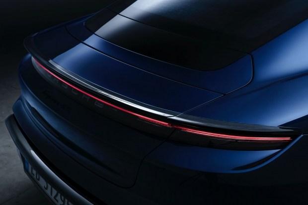 Куда потратить $15.000: карбоновый обвес для Porsche Taycan