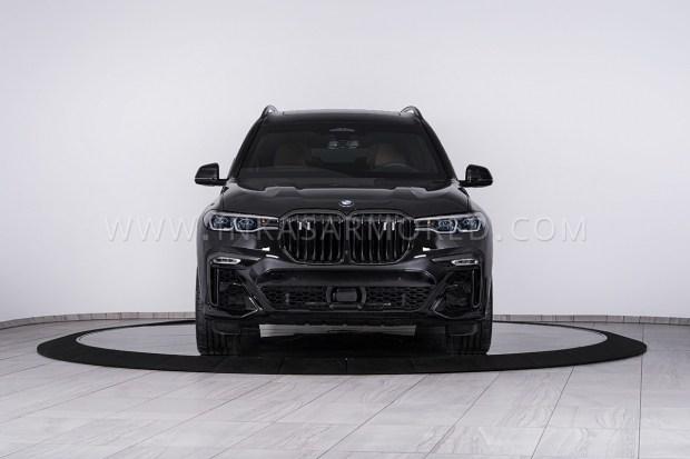 Канадцы построили первый в мире бронированный BMW X7 «для всех» (видео)