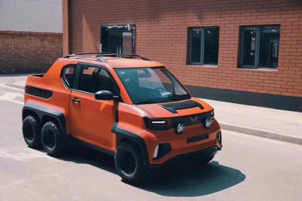 Самый необычный в мире шестиколесный авто