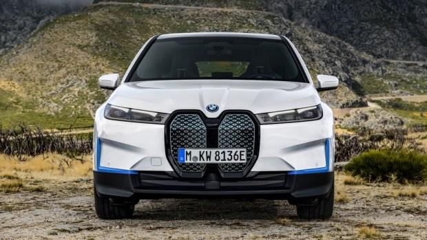 BMW представила новый электрический кроссовер BMW iX