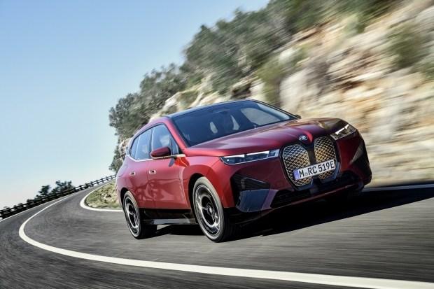 Электрический BMW iX получит 560 сил и букву «М»