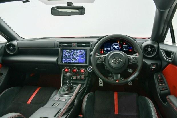 Спорткупе GR 86: как Subaru, только Toyota