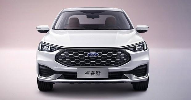 Ford обновил свой крупный и главное дешевый седан