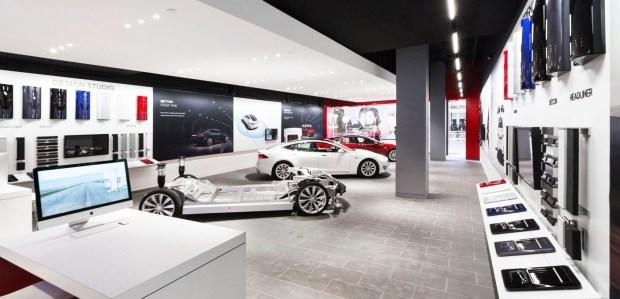 Tesla начала возвращать деньги клиентам