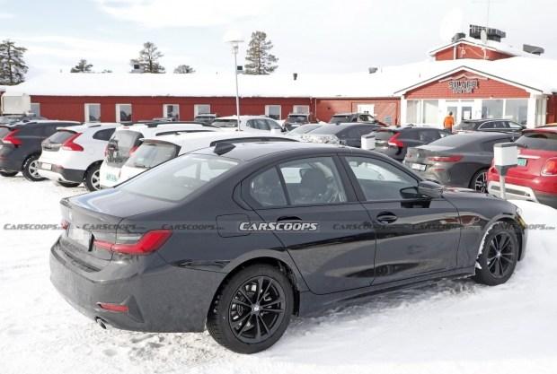 Обновленная «тройка» BMW получила измененный интерьер