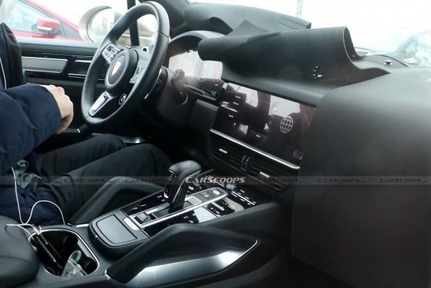 Обновленный Porsche Cayenne уже на дорогах