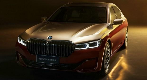 Вслед за Mercedes: BMW покрасила «Семерку» в два цвета