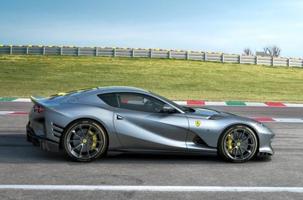 Ferrari показала новый лимитированный суперкар
