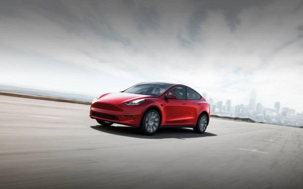 Как обмануть автопилот Tesla?