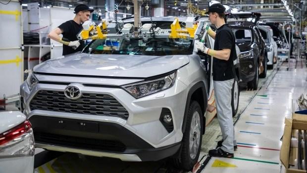 Гибридные Тойоты переезжают в Европу