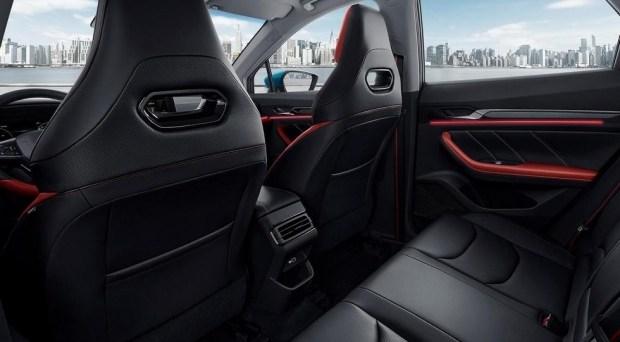 Сменивший Geely Emgrand GS лишился мотора Volvo