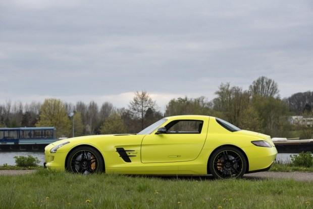 Редчайший Mercedes SLS продают за миллион евро