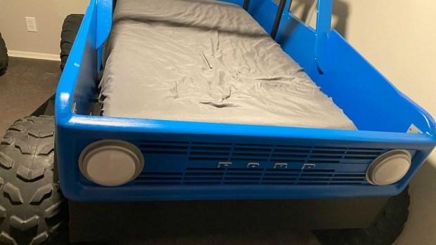 Одержимый папа построил сыну уникальную кровать