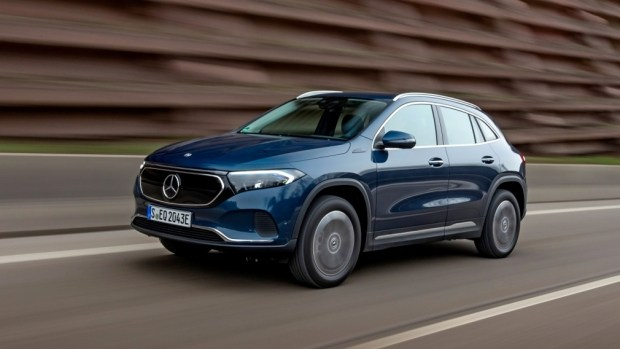 Mercedes представил новые версии EQA
